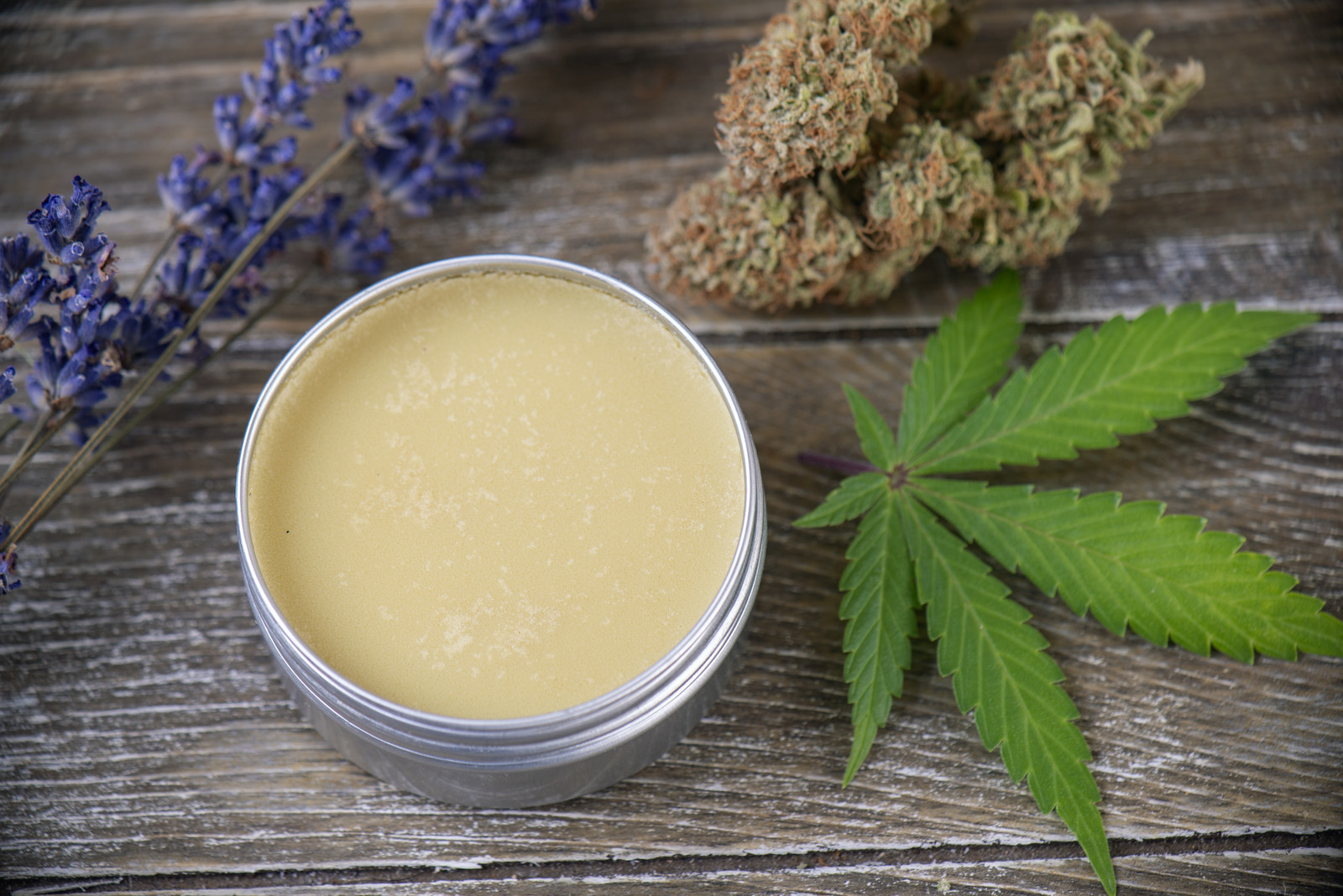 CBD Oils VS Topicals. Which Option is the Best for You?